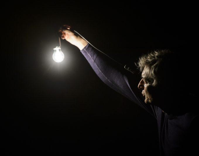 Lässt vielen ein Licht aufgehen: Alfred Dorfer – Foto: Thomas Böhm