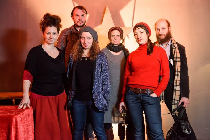 Das neue Leitungskollektiv des TAK: Lydia Ziemke, Fabian Lettow, Mirjam Schmuck, Anna Koch, France-Elena Damian, Moritz Pankok (v.l.n.r.)  – Foto: Piero Chiussi