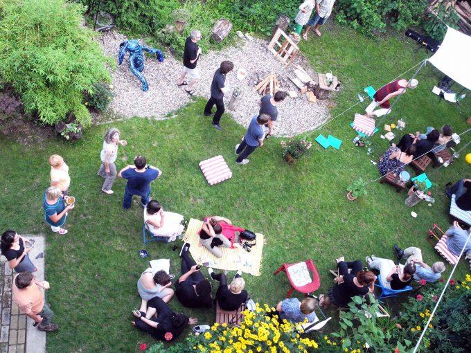 Der Garten ist der größte Stolz der Bewohner der Haus-WG in der Eibseestraße, zum Sommerfest treffen sich hier rund 200 GästeFoto: Eibseeelf