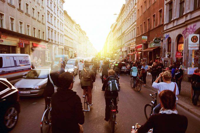"""Critical Mass: Radfahrer """"übernehmen"""" die sonst für sie sehr gefährliche OranienstraßeFoto: Kristoffe Swetje/BUNDjugend FahrradBande"""
