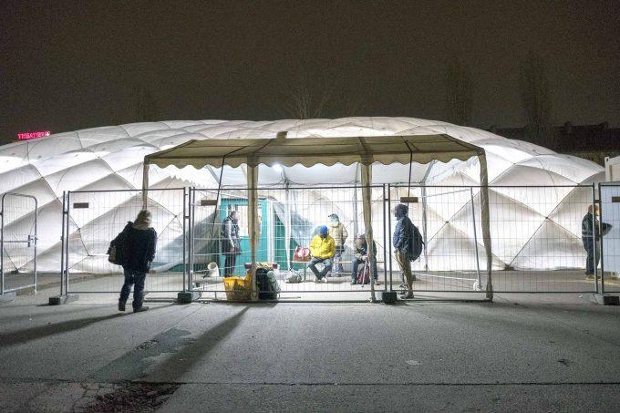 Seit 2015 steht die HalleLuja hinter dem Ring-Center Frankfurter Allee. Zuvor stand sie als Pilotprojekt seit Anfang 2014 auf dem Gelände des ehemaligen Güterbahnhofs Wilmersdorf. Jetzt soll sie vielleicht das ganze Jahr über öffnen.