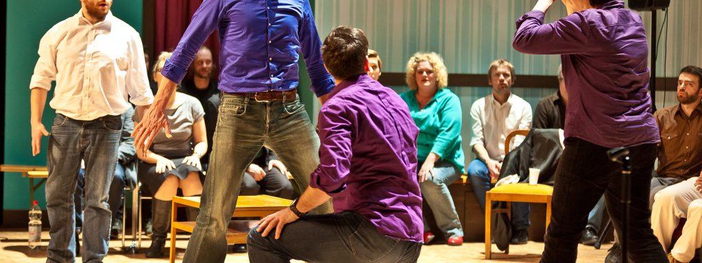 Improtreffen: Henk van der Steen aus Amsterdam (Mitte), Henriette Konschill aus Österreich (re.) – Foto: Matthias Fluhrer