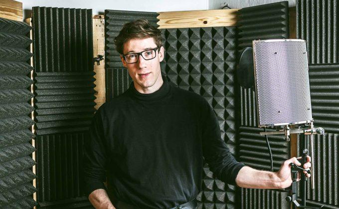 Selfmade-Man Sam Vance-Law zu Hause in seiner selbstgebauten Vocal Booth Foto: David von Becker