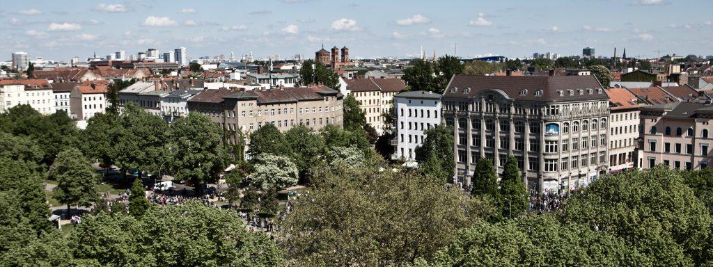 Blick über die Dächer Berlins vom Oranienplatz in Kreuzberg (01. Mai 2011)