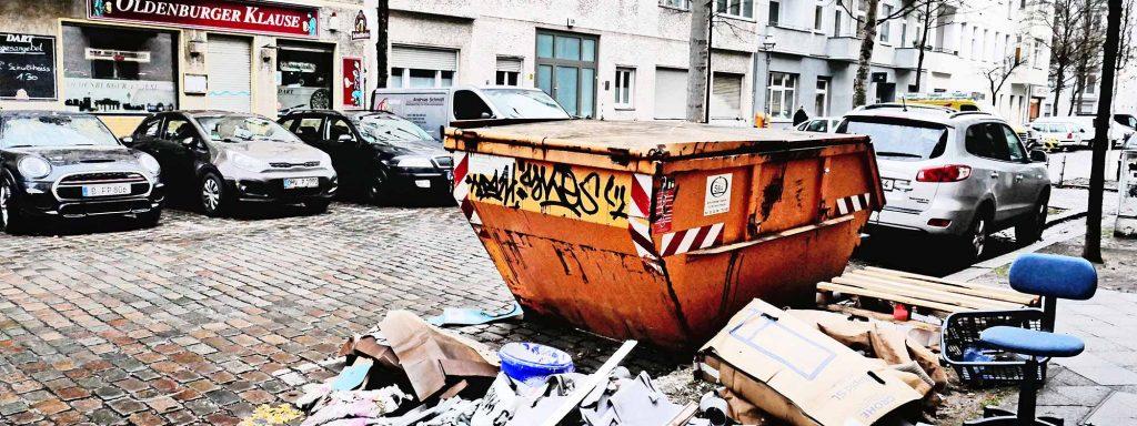 Berliner Müll und Container: Dicht daneben ist auch vorbeiFoto: imago/Jürgen Ritter