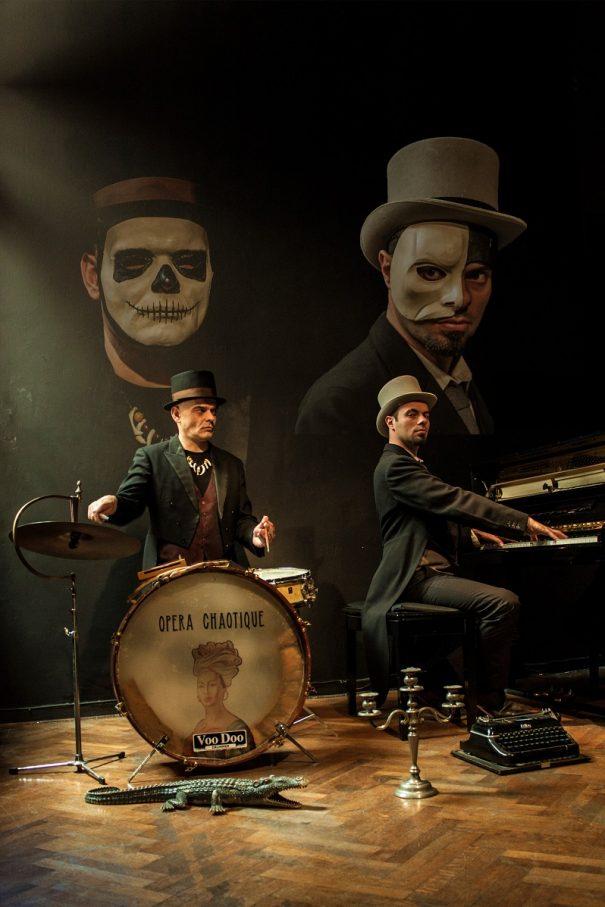 Surreales Cabaret-Duo: