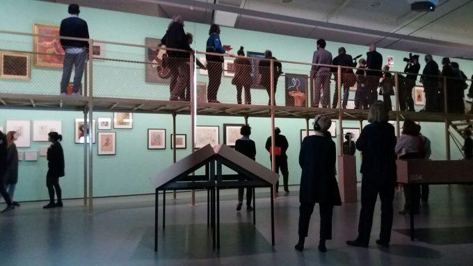 Blick in die aufwändig inszenierte Ausstellung