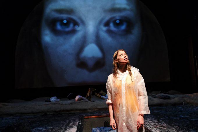 Verweigerung: Jenny König als Miranda – Foto: Gianmarco Bresadola