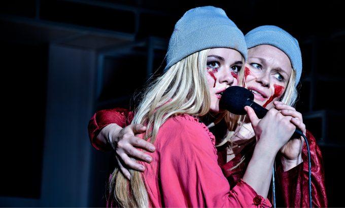 Tussi-Doppel: Linn Reusse und Anja Schneider – Foto: Arno Declair