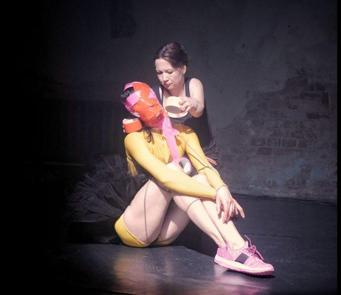 """Im """"Bondage Duell"""" trifft Tanz auf japanische Fesselkunst (Sophiensaele) – Foto: Brian Morrow"""