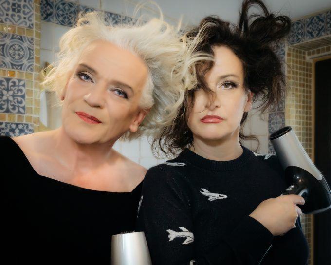 Stars aus dem Off – nach 20 Jahren wiedervereint:  Georgette Dee und  Cora Frost – Foto: Sven Ilhenfeld