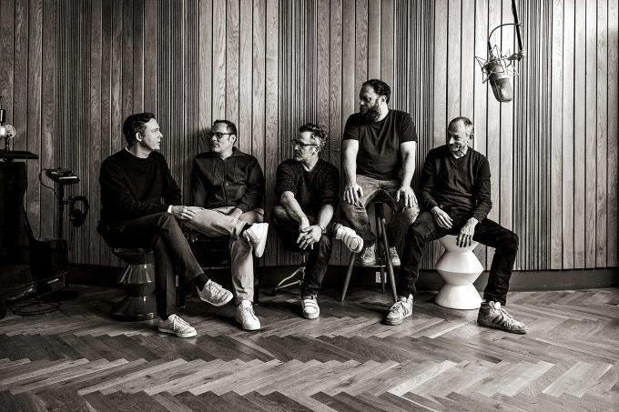 Jazzanova (v. l. n. r.):  Axel Reinemer, Jürgen  von Knoblauch, Alex Barck,  Stefan Leisering, Claas BrielerFoto: Georg Roske