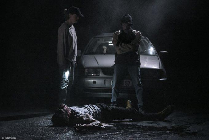 Vier junge Männer foltern und ermorden einen Schwulen.  Warum? – Foto: Hubert Amie