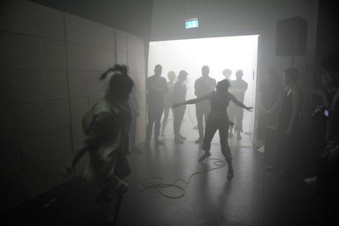 """""""Neverendings"""" vom früheren Sasha-Waltz-Tänzer Sergiu Matis – Foto: Diego Alejando Puerto Martinez"""