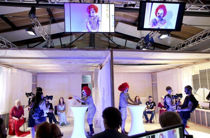 Geklonte Clowns: Paralleluniversen im Theaterlabor – Probenfoto: Birgit Hupfeld
