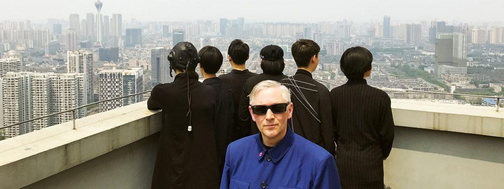 Mark Reeder mit der Band Stolen über den Dächern im chinesischen ChengduFotos: Promo