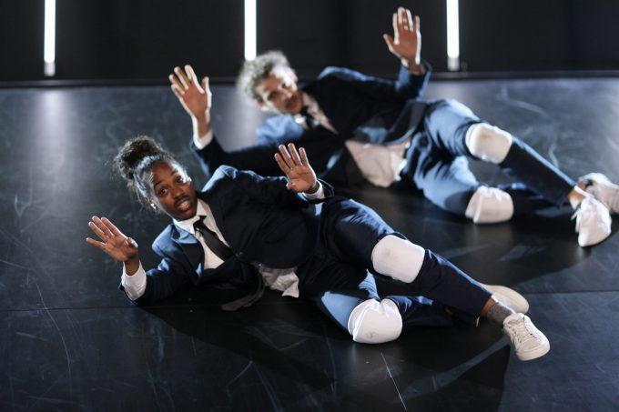 Lauter Adams auf der schrägen Bühnenrampe – Foto: Ute Langkafel / Maifoto