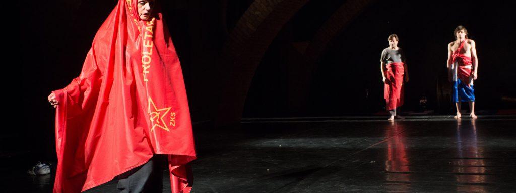 """Mit dabei: Oliver Frljićs """"Damned be the Traitor of his Homeland!"""", ein humanistisches Plädoyer, rund um Liebe und Hass – Foto: Nada Žgank / exodos"""
