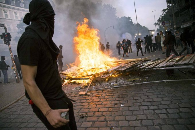 Linke Gewalt beim G20-Gipfel. Für Oliver Rast vor allem ein MedienphänomenFoto: imago / ZUMA Press