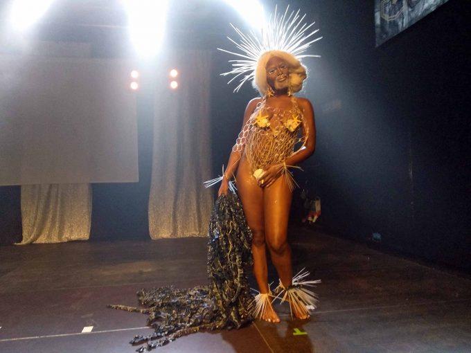 Die neue Miss Kotti: Godxxx Noirphiles, weder Mann noch Frau, eine Person of Colour und auf der Bühne präsenter als Beyoncé. Mama findet, sie hat den Sieg verdient. Foto: Xenia Balzereit