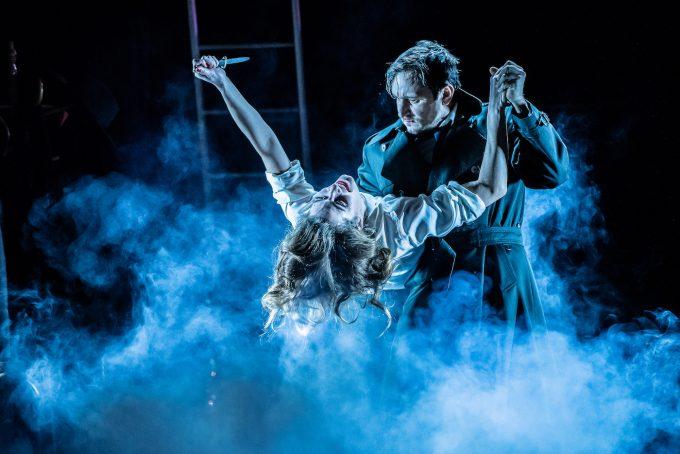 Tote schlafen fest: Samia Chancrin, Vlad Chiriac – Foto: Andreas Krause