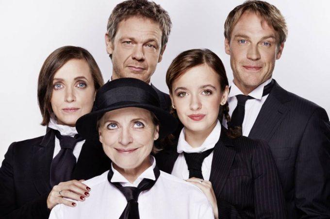 """""""Wir sind wie die Kelly Family"""": Anna, Katharina und Nellie Thalbach (vorn), Philippe und Pierre Besson – Foto: Michael Petersohn"""