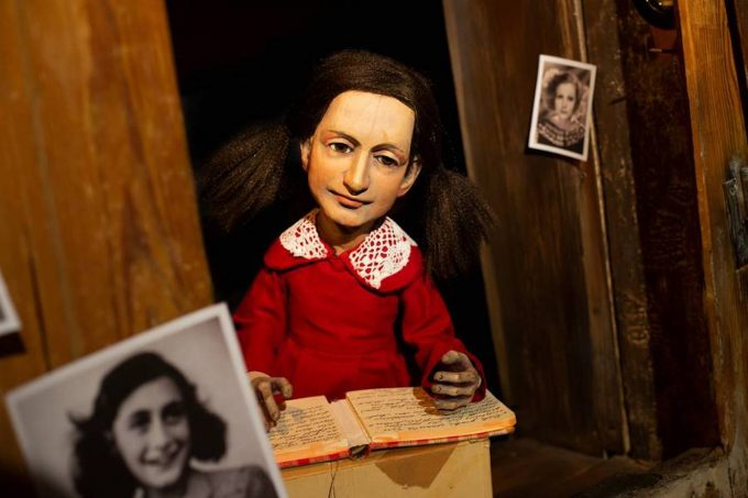 Berührendes Porträt mit Objekten und Puppen – Foto: Artesanen