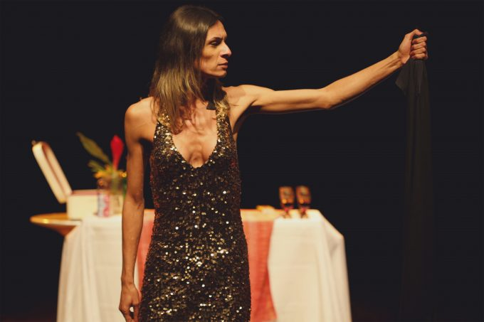 Politikum: Renata Carvalho in dem in Brasilien heftig umkämpften Stück über einen transsexuellen Jesus. Das Ballhaus Naunynstraße zeigt es im portugiesischen Original mit Übertitelung – Foto: Ligia Jardim
