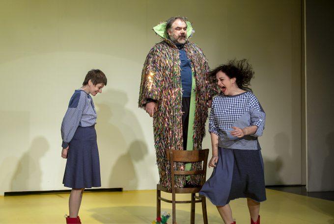 Over the Rainbow: Corinna Heidepriem, Peter Pankow und Cora Frost – Foto: David Baltzer / bildbuehne.de