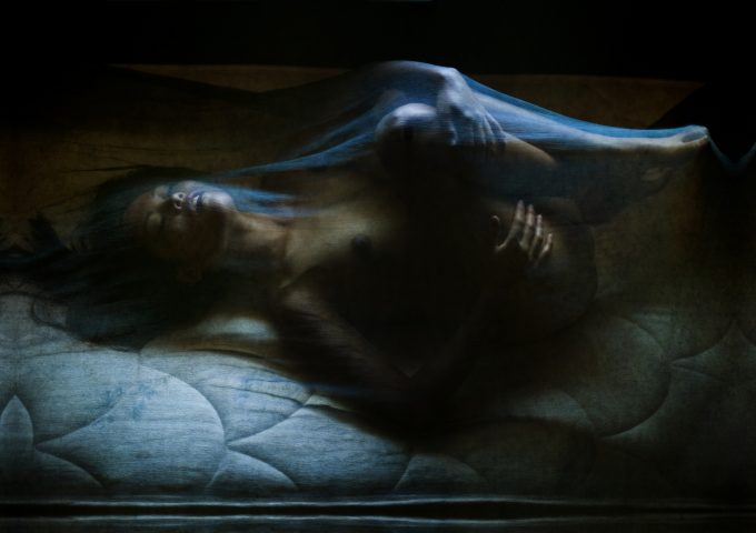 """Self-empowerment: Lena Chen in ihrer autobiografischen Performance """"Poseur""""– Foto: Edward Isais"""