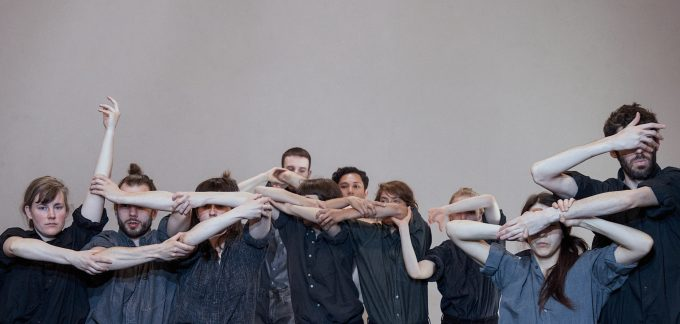 """Szene aus """"Reflection"""" von  Isabelle Schad im HAU 1 – Foto: Dieter Hartwig"""