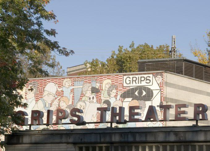 Kennt jede Berlinerin und jeder Berliner: Das Fassaden-Mosaik mit dem Grips-Logo von Rainer Hachfeld – Foto: Jan Schenk