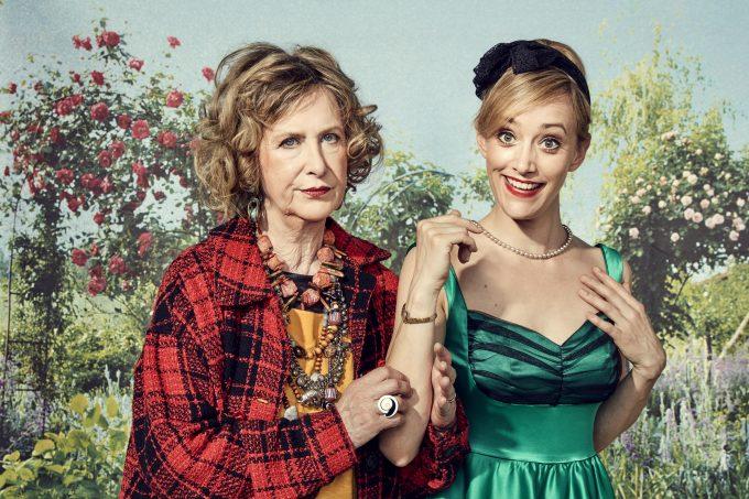 Im Stück wie im echten Leben Mama und Tochter: Beatrice (li.) und Judith Richter – Foto: Michael Petersohn / www.polarized.de