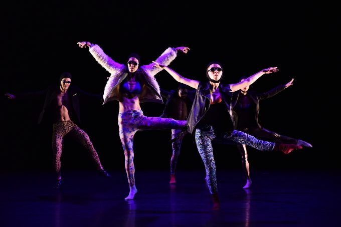 "Körperkonzert: die Produktion ""Body Concert"" der koreanischen Ambiguous Dance Company – Foto: Sebastian Marcovici"