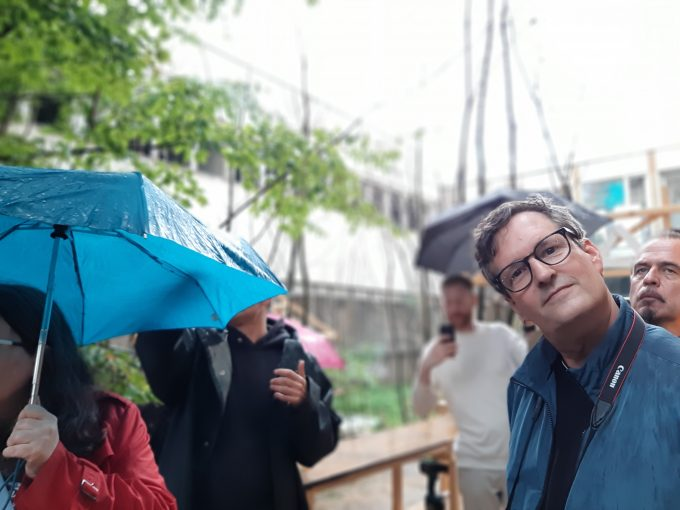 Philip Horst vom ZK/U führt Presservertreter*innen durch das Haus der Statistik ©cwa