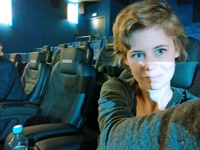 Bewegliche Kinosessel im Cineplex Alhambra: Foto: Xenia Balzereit