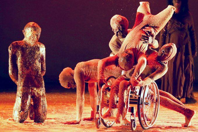 """""""Ashed"""" von der Unmute Dance Company aus Südafrika – Foto: Robin Elam Rye"""
