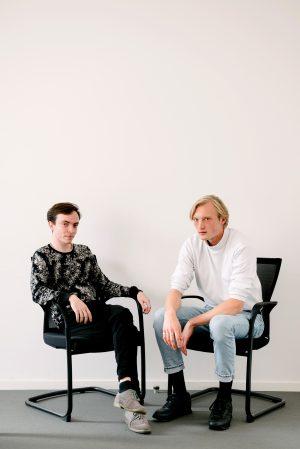 Ansgar Riedißer, 21, (im Foto links) und Max Deibert von Podcast Männerkitsch