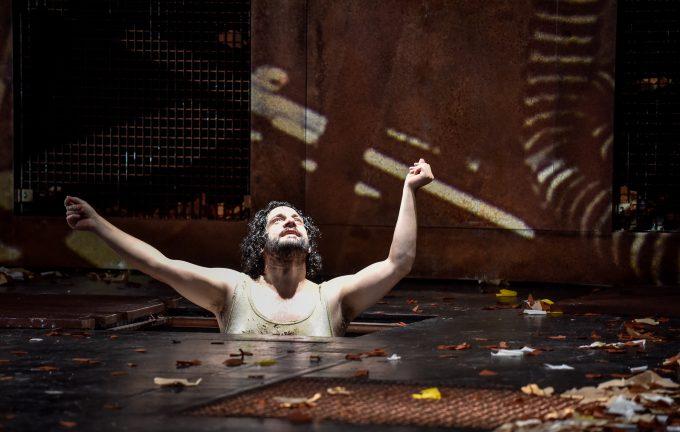 In der Unterwelt: Edgar Eckert als Philoktet – Foto: Arno Declair