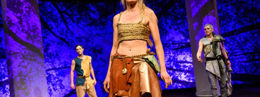 Mythische Welt: Guylaine Hemmer (Mi.) als Albirea – Foto: Jörg Metzner