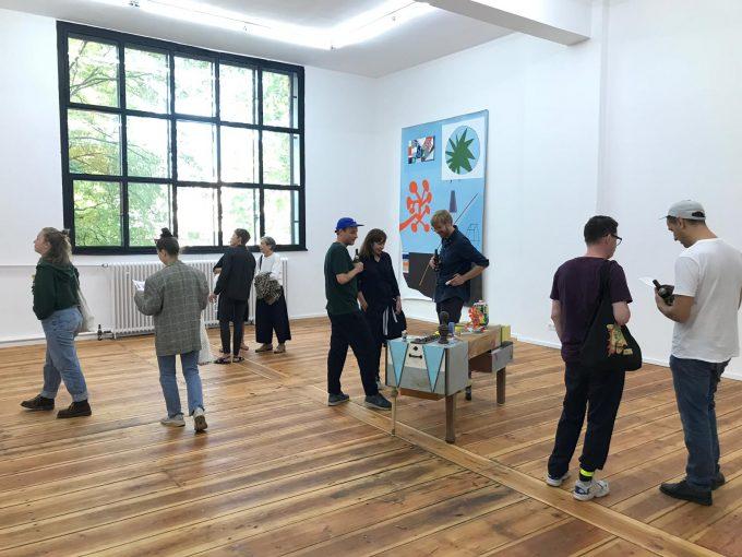 """Eine ehemalige Schule für Malerinnen: Raum III in der Potsdamer Straße, hier mit der Ausstellung des Künstlerduos 44Flavours """"Koralle Koralle"""" 2019 ©44flavours"""