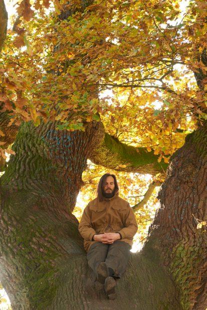 """""""Ich bin nicht zum Doktor gegangen, sondern in den Wald"""": Hendrik Weber im Porträt. Foto: Promo: Subbotina Anna/ stock.adobe.com"""