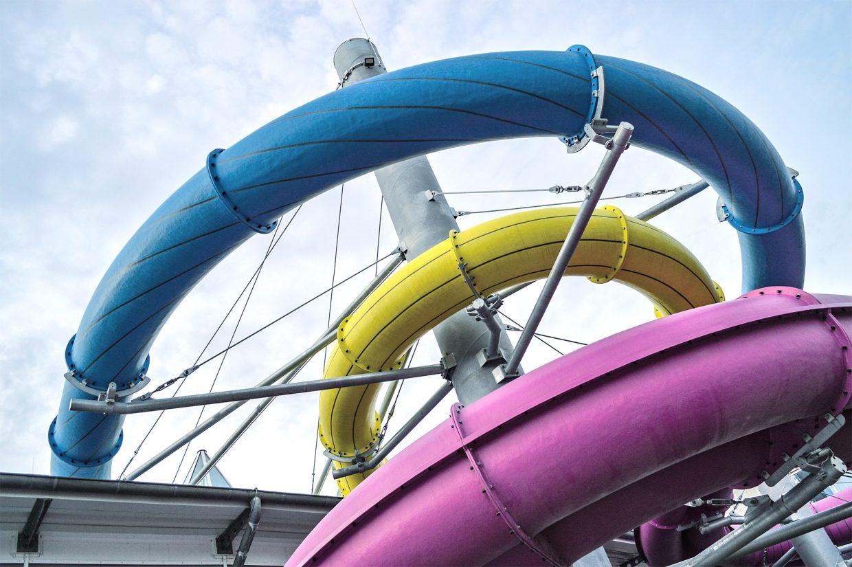 Wasserrutschen gilt als Kinderspaß, doch leidenschaftliche Rutscher*innen haben einen Sport daraus gemacht. In Oranienburg startet jedes Jahr eine Meisterschaft.