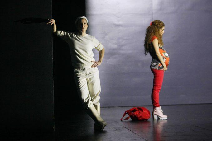 Vidina Popov als Maria (re.) mit Elena Schmidt - Foto: Ute Langkafel / Maifoto